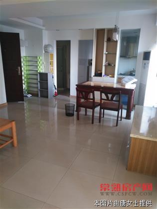 华府世家一室一厅精装修设备齐全,月租:2800元,有钥匙。房源相册