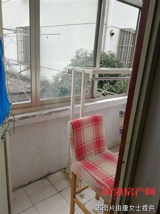 颜港2楼二室一厅,无装修,空调热水器,月租:1400元。(有钥匙)房源相册