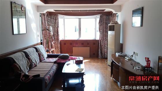 湖苑二区 3室2厅1卫 101平 5楼 精装 车库25平 满2年 180万