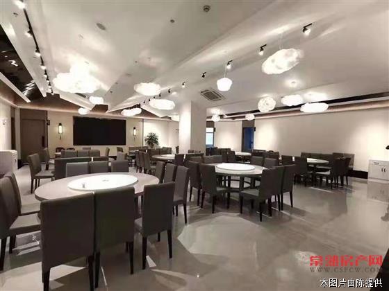c城北饭店转让 面积1200平 共三层 两个大厅 11个包间 可做婚宴 年租金55万转让费280万
