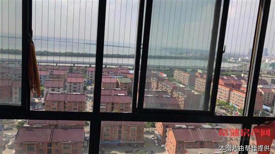 w中盈国际广场108平,3室2厅2卫,简单装修,198万换房诚心出售房源相册