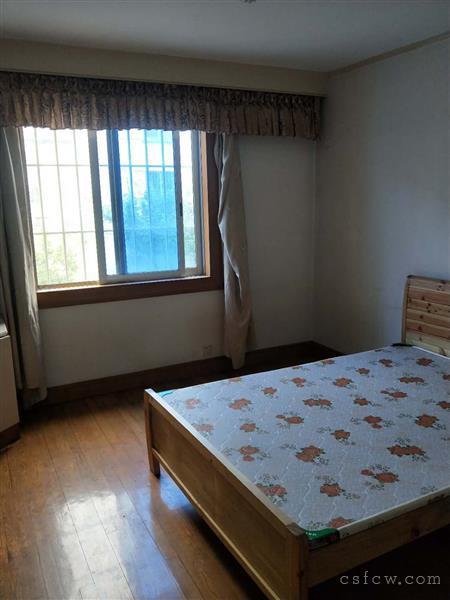 漕泾三区三楼二房一厅一卫装修清爽,拎包入住1800元出租