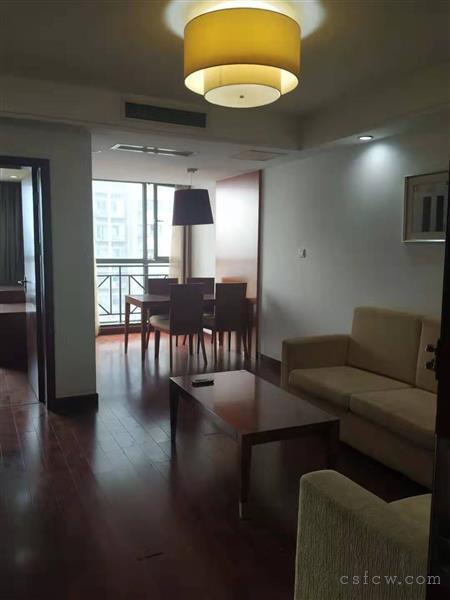 裕坤国贸3楼精装1房2厅1卫拎包入住2500元/月