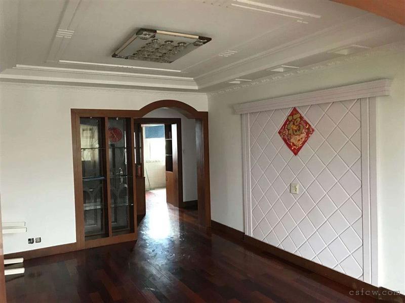 何市时代家园124平方三房二厅二卫十车库15平有名额