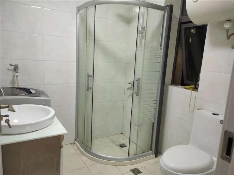 金润家园二房二厅一卫装修清爽1800元/月出租