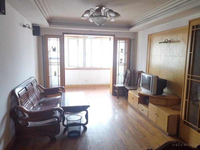 湖苑二区3室2厅1卫100平6楼清爽装修2100元/月