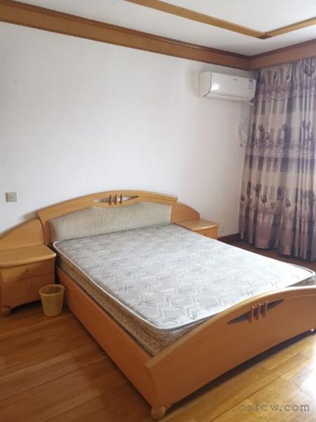 湖苑二区顶复式5室3厅2卫200平清爽装修2800元/月有钥匙