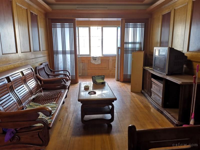 湖苑二区3室2厅1卫101平4楼清爽装修设全2200元/月有钥匙