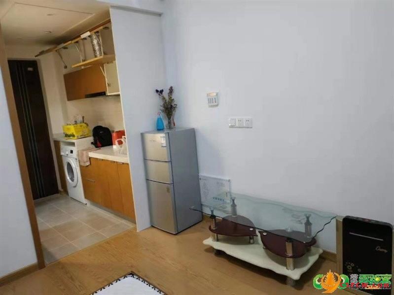 爱亲公寓,35平,1房1卫,1300月租,朝北,1室1厅1卫