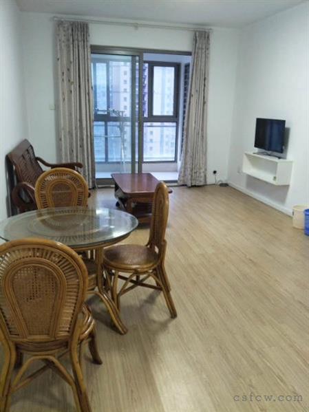 世茂御龙湾95平2+1室精装2200一月