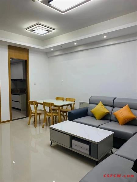 世茂商圈凤凰城少有的2室一厅精装拎包入住随时看房