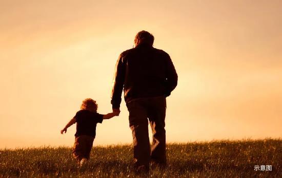 每个孩子成长的背后,都有一个默默守护的超能老爸